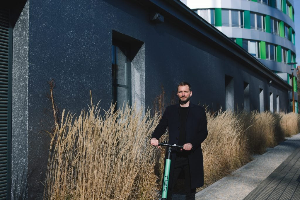 erster e scooter sharing anbieter startet in berlin. Black Bedroom Furniture Sets. Home Design Ideas